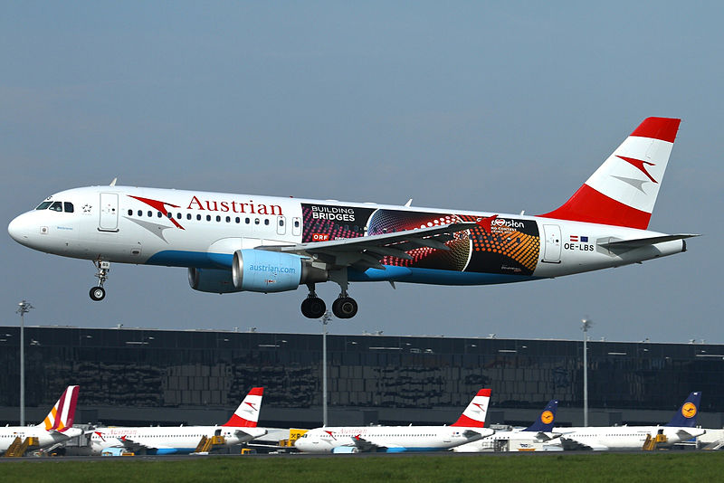 Austrian_Airlines_Airbus_A320_(OE-LBS)_in_Eurovision_2015_livery_landing_at_Vienna_International_Airport