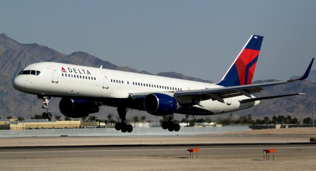 Delta_Air_Lines_Boeing_757-232_N703TW