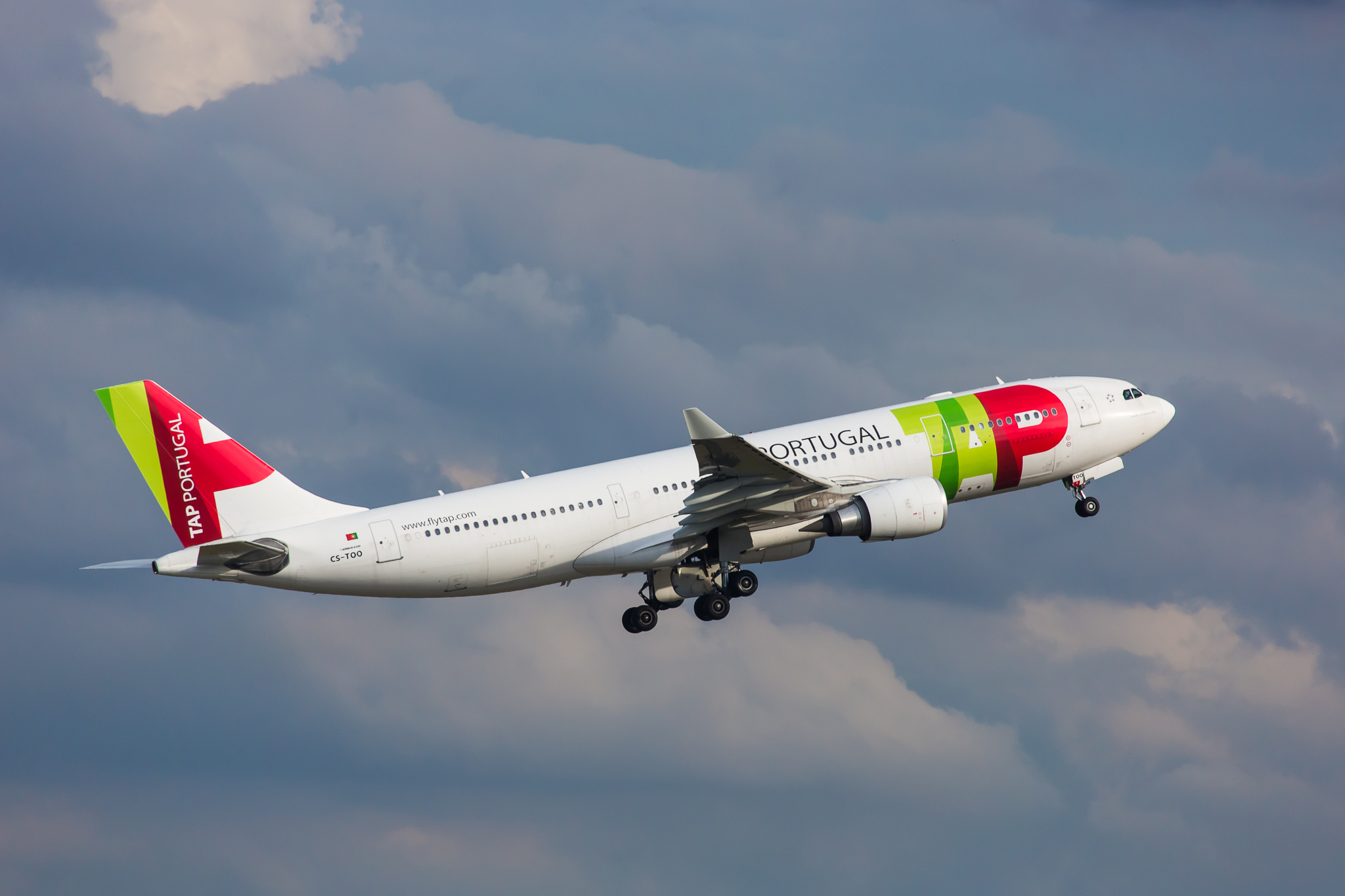 TAP_Airbus_A330-200