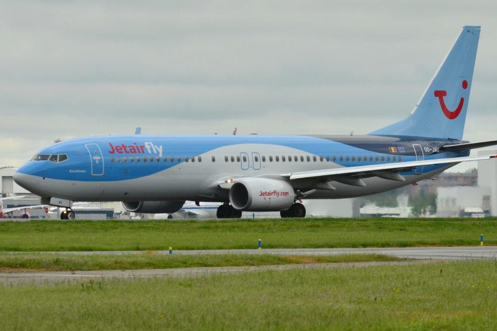 Boeing_737-800_JetairFly_(JAF)_OO-JAU
