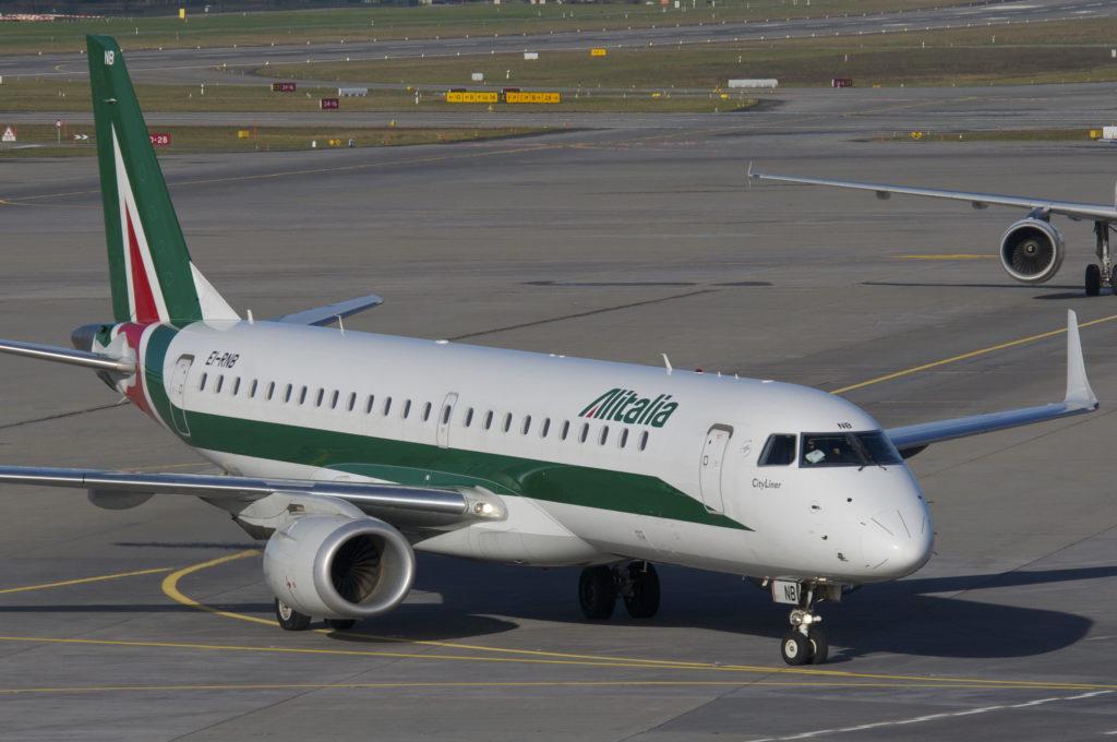 Alitalia_Embraer_ERJ190_EI-RNB@ZRH