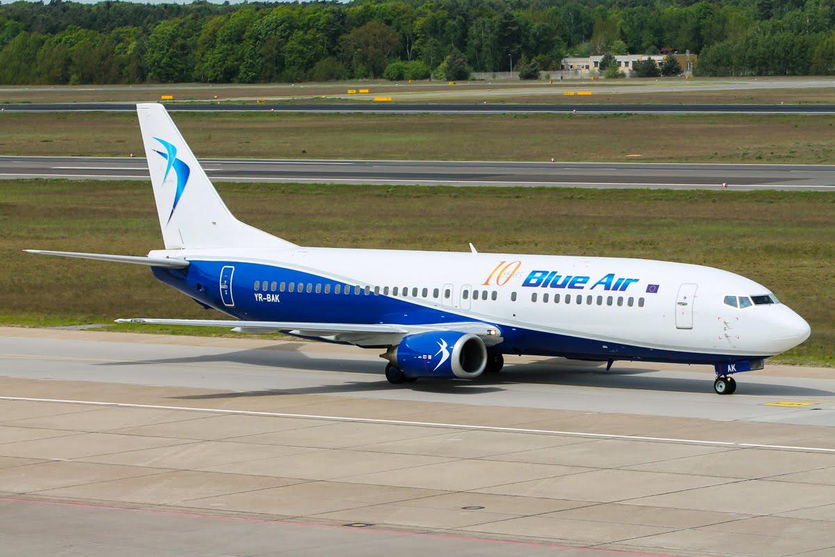 BlueAir_B737-400_YR-BAK