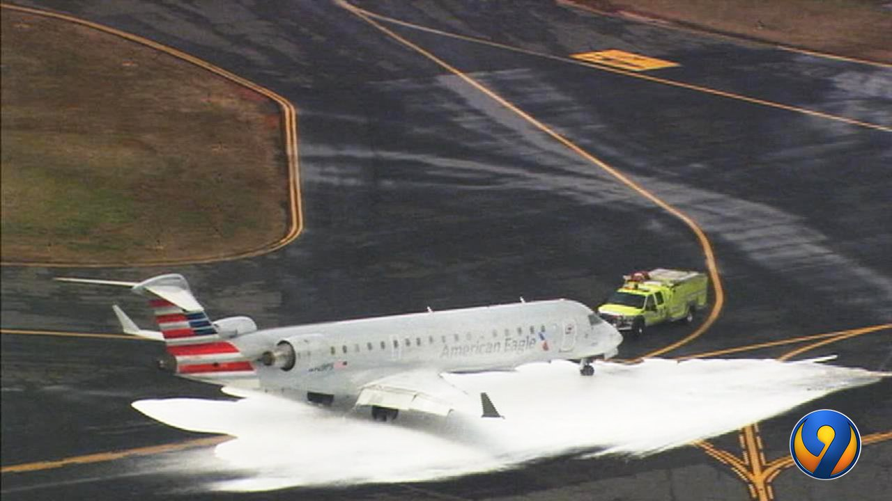 American Airlines Crj7 Hits Deer On Take Off Turns Back