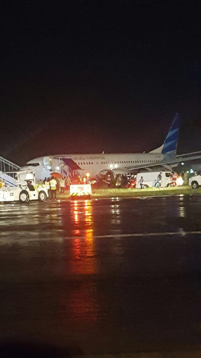 Garuda Indonesia Boeing 737 Skids Off Runway Wing Pilot A Pk Gnk Skidded The At Yogyakarta Adisucipto International Airport Jog Passengers From Flight Ga258 Could Get