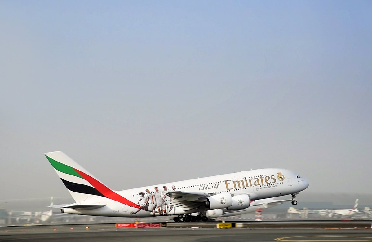 Emirates airlines reveals a real madrid airbus a380 a6 for Oficina qatar airways madrid