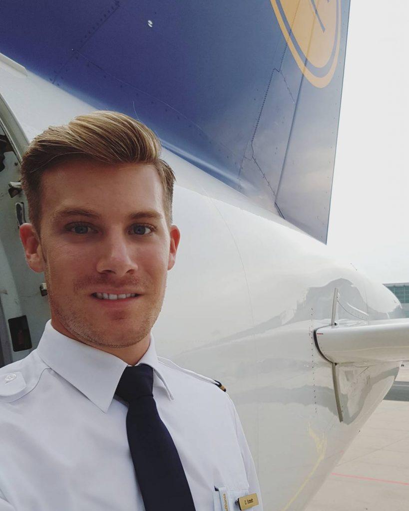 10 Flight Attendants You Must Follow On Instagram