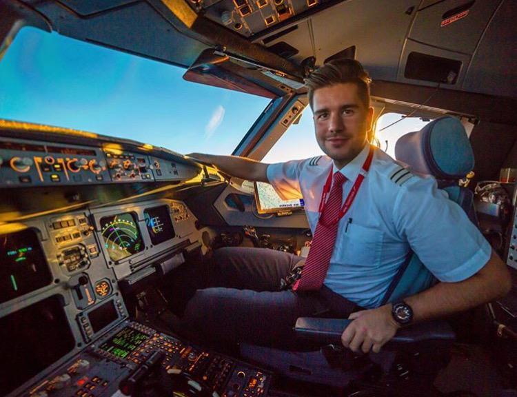 Who's behind that flight deck door ? 10 pilots you must ...