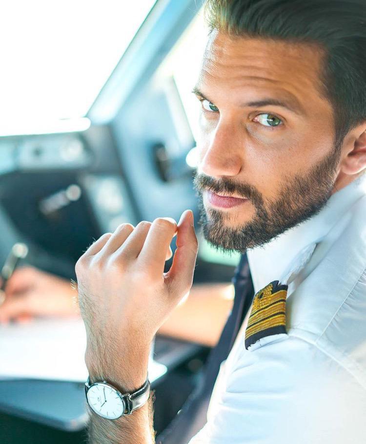 Who's behind that flight deck door ? 10 pilots you must follow on