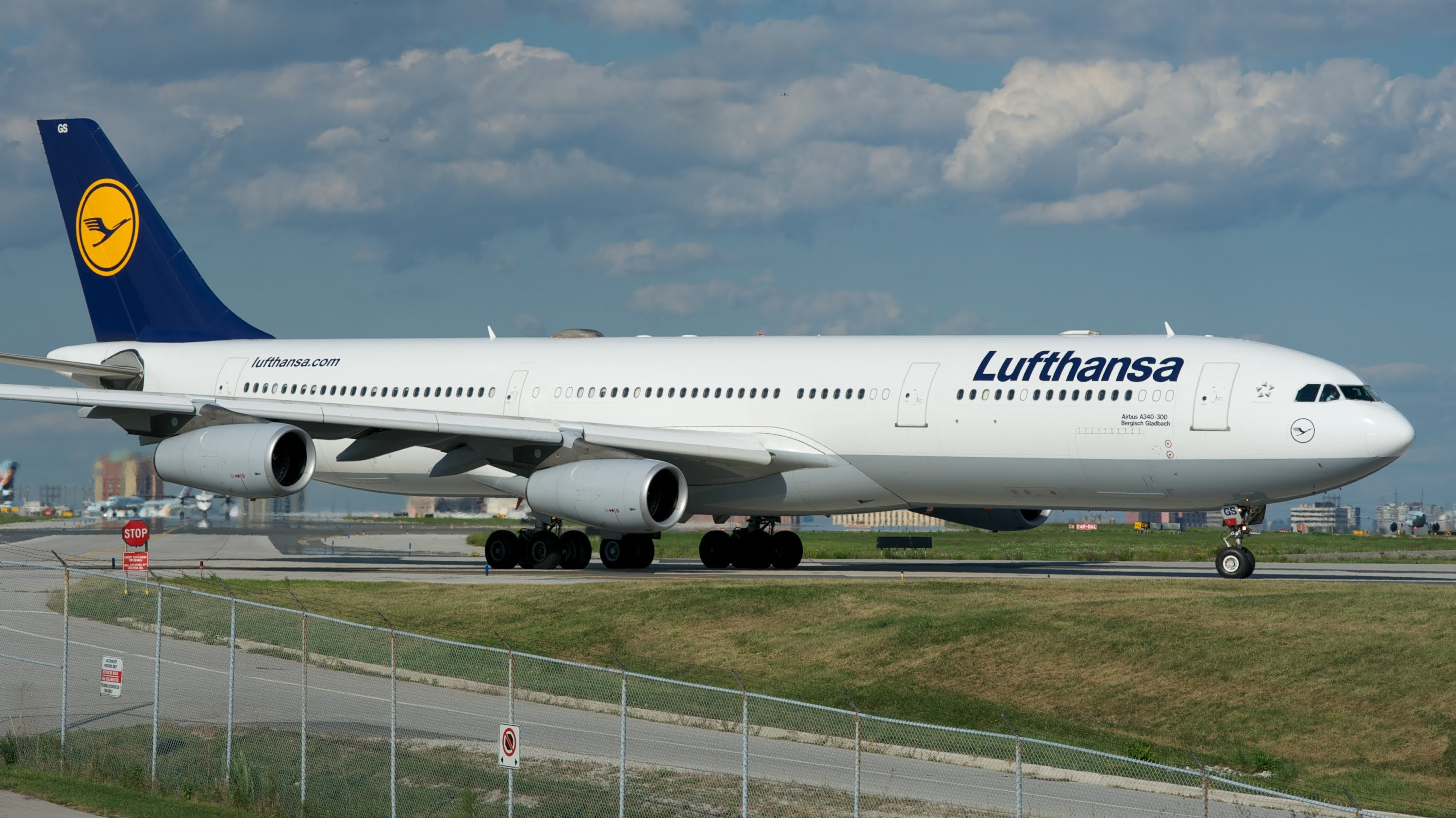 breaking brussels airlines to acquire two airbus a340 aircraft to