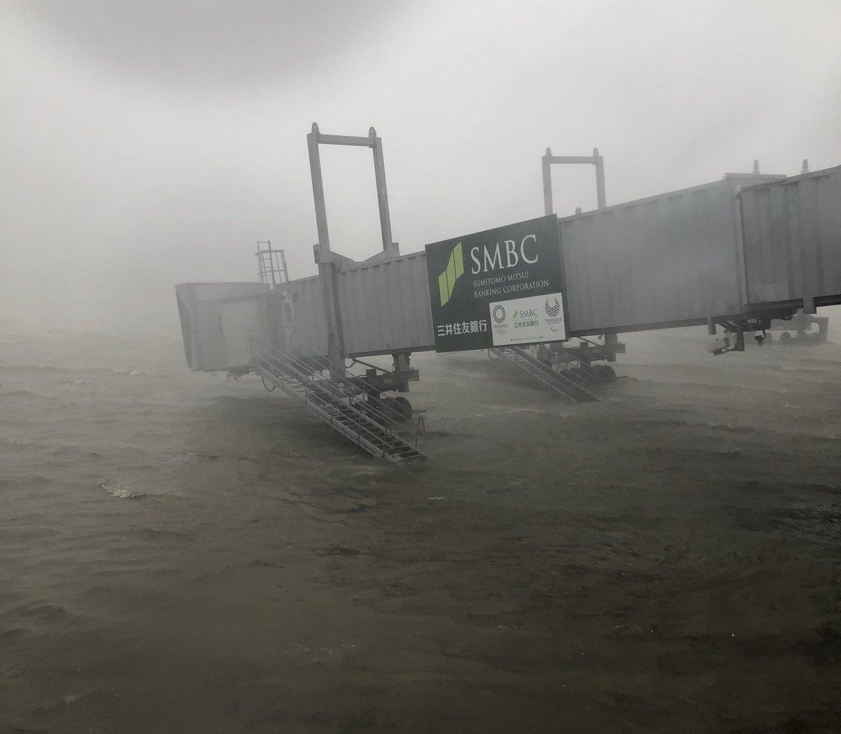 Resultado de imagen para Typhoon Jebi  airport