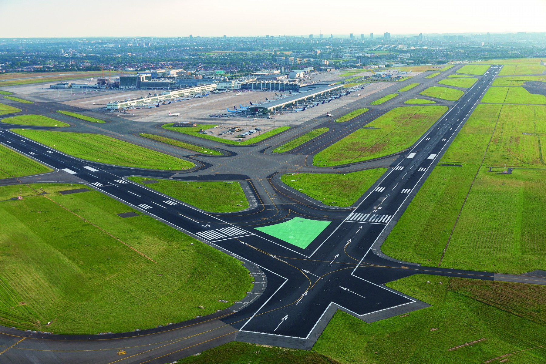 renovated runway 25l 07r at brussels airport reopened