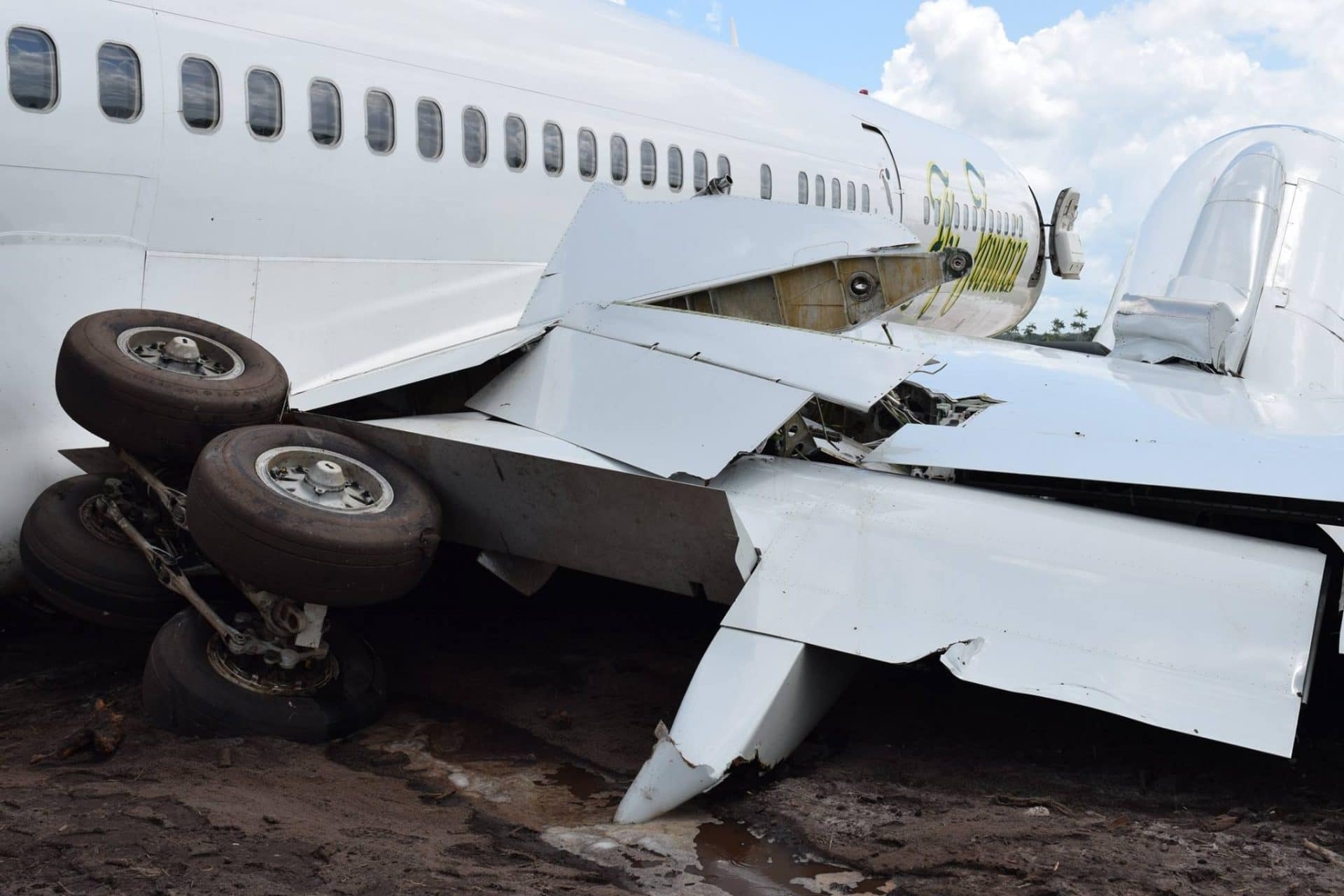 Fly Jamaica Airways Boeing 757 to Toronto returns and crash
